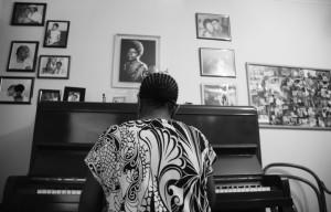 Piano não é apenas instrumento musical, mas símbolo de ascenção