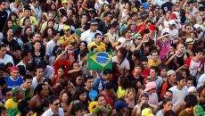 População e bandeira brasileira