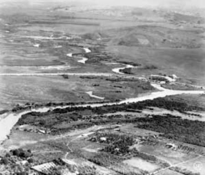 Rio Tietê na cidade de São Paulo, ainda cheio de meandros no início do século 20.