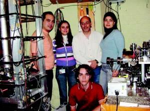 Bagnato e a equipe de pesquisadores de seu laboratório em agosto de 2006