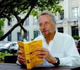 O professor da FSP lançou seu primeiro romance, Em Breve Tudo Será Mistério e Cinza, em 2013