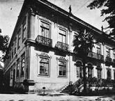 No site podem ser vistas imagens de lugares como o Casarão da rua Brigadeiro Tobias, no centro de São Paulo, primeiro prédio em que se instalou a Escola Livre de Pharmácia, em 1898