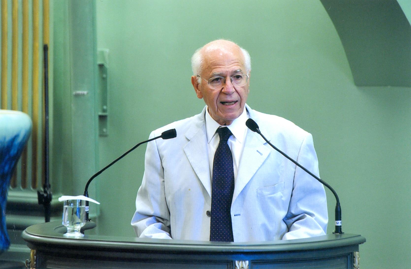 O professor da FEA, que tem mais de 30 livros publicados, em discurso na Academia Brasileira de Letras