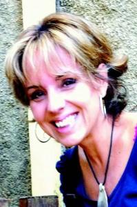 Cláudia Regina Garcia Vicentini é professora da EACH e afirma que o salto alto é um símboloda passagem para a vida adulta