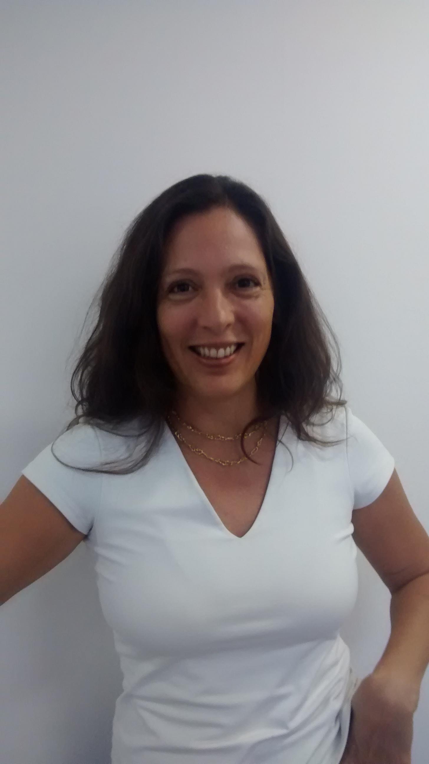 A psicóloga Stella Pereira de Almeida trabalha com o desenvolvimento de projetos que afastem os jovens do uso de substâncias psicoativas e os tornem disseminadores desta mensagem aos seus pares. Foto: Arquivo pessoal