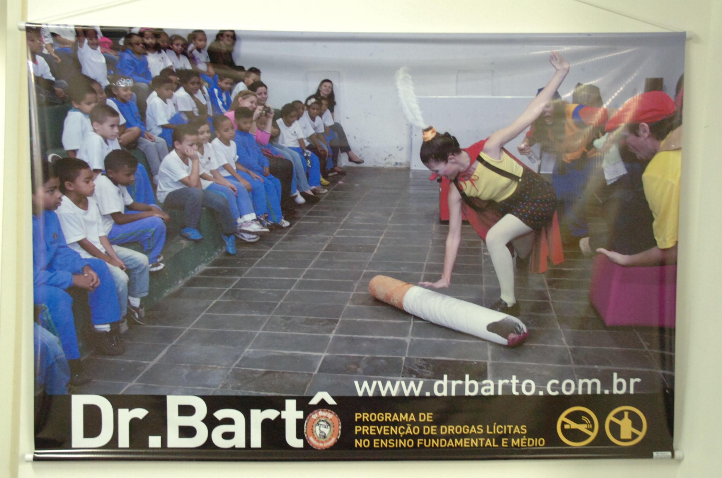 O programa  Dr. Bartô – e os Doutores da Saúde tem apoio da PRCEU e alerta contra o consumo de álcool e tabaco por meio de diversas atividades em escolas. Foto: Francisco Emolo