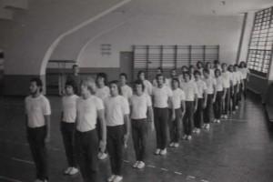 Antes de se instalar na Cidade Universitária, a escola passou por diversos locais da cidade. Um dos principais deles foi o Conjunto Esportivo do Ibirapuera, onde esta foto, de 1972, foi tirada. Foto: divulgação EEFE