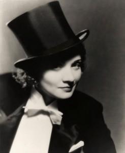 O hábito de usar roupas típicas do guarda-roupa masculino nas décadas de 20 e 30 é exemplo da forte personalidade de Marlene Dietrich