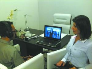 A psicóloga Cristiane Maluhy Gebara criou um programa que usa cenas em 3D para auxiliar o tratamento de fobia social