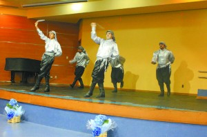 Além de ensinar diversidade cultural, a dança treina flexibilidade e postura corporal