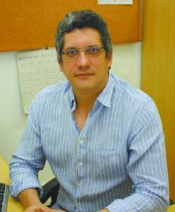 O professor da FEA Luiz Jurandir Simões alerta para a importância de quitar dívidas, especialmente do cartão de crédito e cheque especial