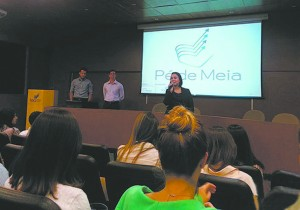 O projeto Pé de Meia também leva educação financeira para empresas eservidores públicos