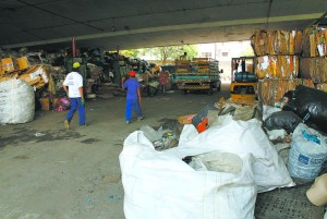 Catadores e moradores de rua transformaram materiais recicláveis em uma fonte de design espontâneo