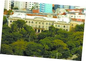 Antigo Instituto de Higiene na década de 30 e a atual Faculdade de Saúde Pública