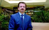 O professor Valdir Barzotto diz que o governo deve administrar melhor os recursos para a educação