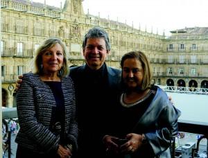 Ao lado da vice-prefeita de Salamanca, Cristina Klimowitz, e da professora Dolores López, da Universidade de Salamanca