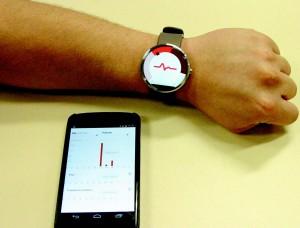 Relógio inteligente usado nas pesquisas é capaz de medir a pulsação cardíaca e transmitir as informações para um smartphone