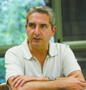 """""""Uma maneira de estarmos trazendo o retorno [à sociedade] é a gente participar dos conselhos e trazendo esse viés crítico sobre as políticas urbanas para a discussão"""", diz Eduardo Nobre, professor da FAU e novo conselheiro do CMPU"""