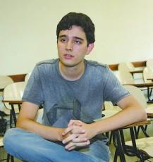 Marcus Sousa é um dos alunos participantes do Cais, além de trabalhar no Caps (Centro de Atenção Psicossocial) de Carapicuíba