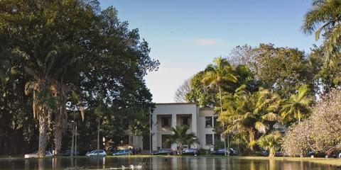 ESALQ – Departamento de Fitopatologia e Nematologia (Pavilhão de Horticultura)